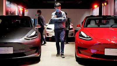 EXCLUSIVA-Tesla frena compra de terrenos en Shanghái debido a tensiones entre EEUU y China: fuentes