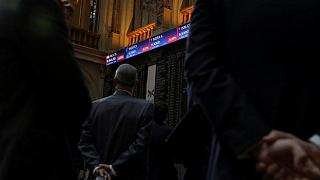El Ibex-35 cierra en negativo antes de que se publiquen las actas de la Fed