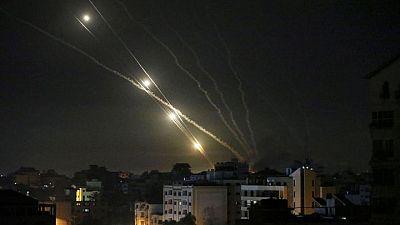 إسرائيل تعلن حظر التجول في بلدة يقطنها عرب ويهود بعد أعمال عنف