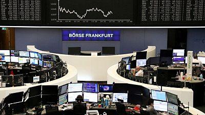 الأسهم الأوروبية ترتفع مع تعهد بنوك مركزية بسياسات نقدية ميسرة