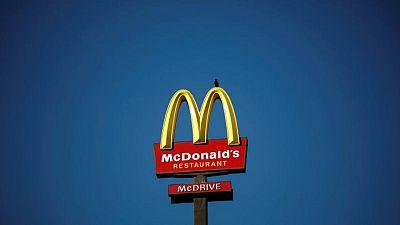 Restaurantes propiedad de McDonald's aumentan sueldos para atraer a nuevos trabajadores