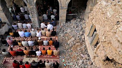 صلاة العيد تعود لمسجد دمرته الحرب على الدولة الإسلامية في الموصل بالعراق