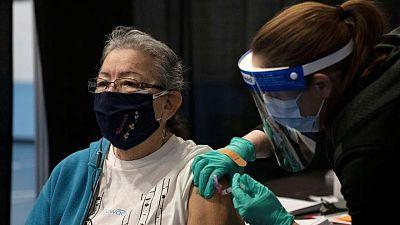 CDC de EEUU dice que los vacunados pueden estar sin mascarilla en la mayoría de lugares