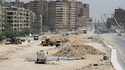 حملة الطرق والجسور في مصر تحل الاختناقات لكنها تثير استياء البعض