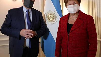 Presidente argentino se reúne con titular del FMI, busca rápido acuerdo