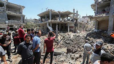Desperate Gazans flee Israeli bombardment in cars and carts