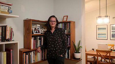 Feministas, políticos y presentadoras de televisión luchan por reescribir la Constitución de Chile