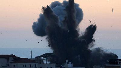 مصر ترسل سيارات إسعاف لنقل الجرحى من غزة