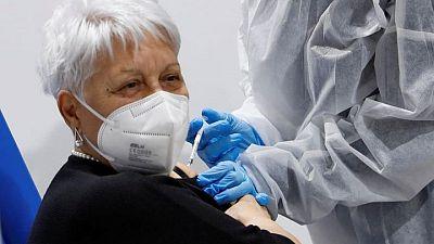 دراسة إيطالية: تراجع إصابات ووفيات كورونا بنسبة 80% بعد بدء التطعيم