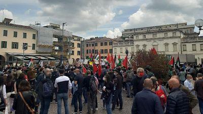 In piazza 300 aderenti a Rifondazione Comunista e Donne in Nero
