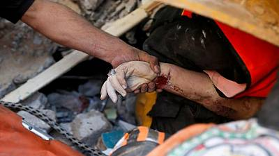 Ataques aéreos de Israel matan a 33 palestinos, siguen andanadas de cohetes desde Gaza