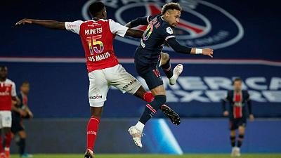 Soccer-PSG cling on to title hopes as leaders Lille held