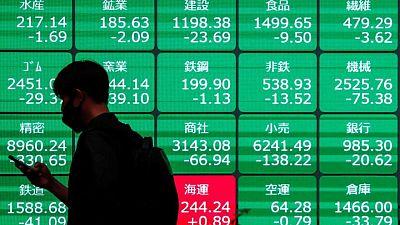 أسهم اليابان تتراجع مع ضغط إصابات فيروس كورونا على معنويات المستثمرين