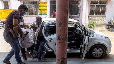 أطباء تخرجوا في جامعات خارج الهند يطالبون الحكومة بإشراكهم في معركة كوفيد-19