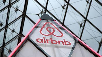 Airbnb se desploma tras opción para vender sus acciones
