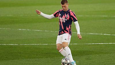 Kroos da positivo de COVID-19, será baja en Madrid para jornada final de liga que definirá al campeón