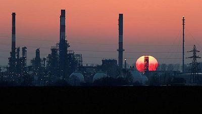 أسعار النفط ترتفع 1% بعد بيانات قوية للاقتصاد الأمريكي