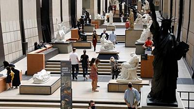 متحف في باريس يستعد لاستقبال زائريه بعد إغلاق كوفيد