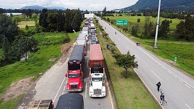 Presidente de Colombia ordena a las FFAA desbloquear carreteras en medio de protestas
