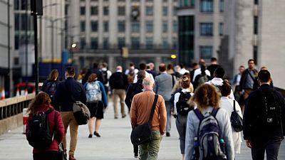 La tasa de desempleo del Reino Unido cae y la contratación aumenta al relajarse el confinamiento