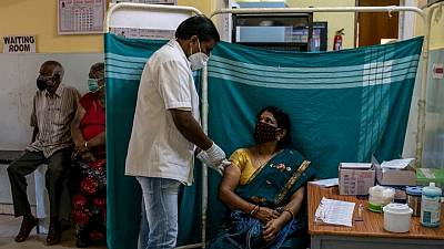 India podría suspender principales exportaciones de vacuna COVID-19 hasta octubre -fuentes