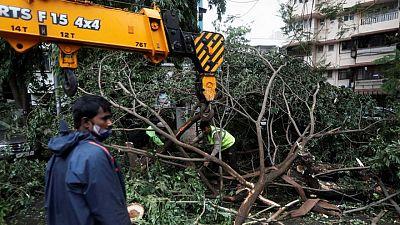 مقتل 19 في إعصار بالهند وأمطار غزيرة تغرق أنحاء من ولاية جوجارات