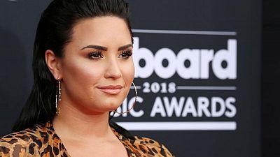Cantante no binaria Demi Lovato atribuye sobredosis de drogas a esfuerzos por surpimir su verdad