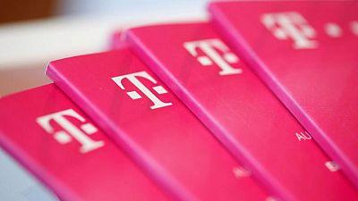 Deutsche Telekom targets 3-5% profit growth through 2024