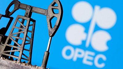 مصدران: امتثال أوبك+ لتخفيضات إنتاج النفط 113% في أبريل