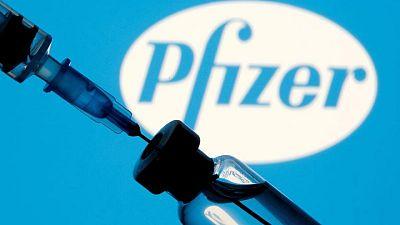 Bruselas firma un tercer contrato con BioNTech-Pfizer por 1.800 millones de dosis de vacunas