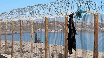 """España acusa a Marruecos de """"chantaje"""" por el aumento de inmigrantes en Ceuta"""