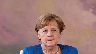 المستشارة الألمانية ميركل والرئيس الفلسطيني عباس يدعمان جهود وقف إطلاق النار
