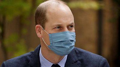 Príncipe Guillermo de Gran Bretaña recibe primera dosis de vacuna de COVID-19