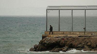 En la frontera de Ceuta, una ventana a una vida mejor se abre antes de volver a cerrarse