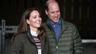 El príncipe Guillermo dice que la BBC le falló a Diana con el engaño para entrevistarla