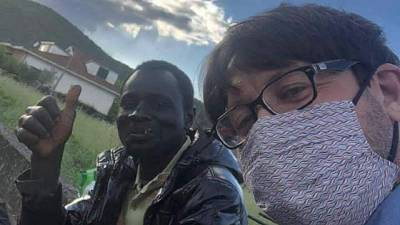 Sua storia su Fb, dopo 40 km a piedi rifocillato dai cittadini