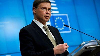 Bruselas confía en resolver la disputa sobre aviación con EEUU para julio