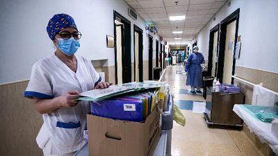 Sempre meno (878) i malati ricoverati in ospedale
