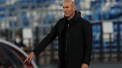 Zidane rechaza hablar de su futuro en el Madrid antes del duelo por el título de Liga