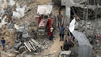"""""""زي تسونامي"""".. سكان غزة يتفقدون الدمار بعد انتهاء القتال مع إسرائيل"""
