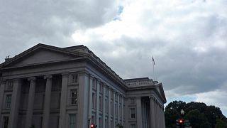 Rendimientos bonos Tesoro EEUU caen, mercado espera detalles plan de gasto de 1 billón dólares