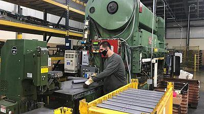 Actividad de manufacturas se acelera; venta casas usadas caen a mínimo de 10 meses