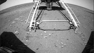 China dice que su rover recorre superficie de Marte por primera vez