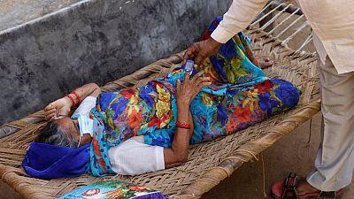 Campesinos indios acuden a clínicas no autorizadas ante propagación de COVID en zonas rurales