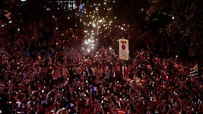 Un adolescente hincha del Atlético Madrid muere durante celebraciones por el título