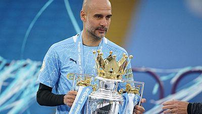 Guardiola es premiado como DT del año en Inglaterra tras llevar al City a ganar la Premier League