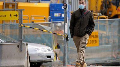 عودة الكمامات والقيود الاجتماعية لمدينة ملبورن الأسترالية بعد تفشي كورونا مجددا