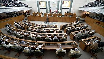 المواجهة السياسية بالكويت تتصاعد مع لعبة الكراسي الموسيقية بين البرلمان والحكومة