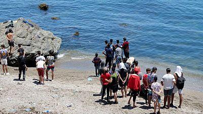 Tras la avalancha de Ceuta, las regiones españolas acuerdan acoger a 200 jóvenes migrantes