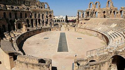 El COVID-19 mata el turismo y los paseos en camello en ciudad tunecina